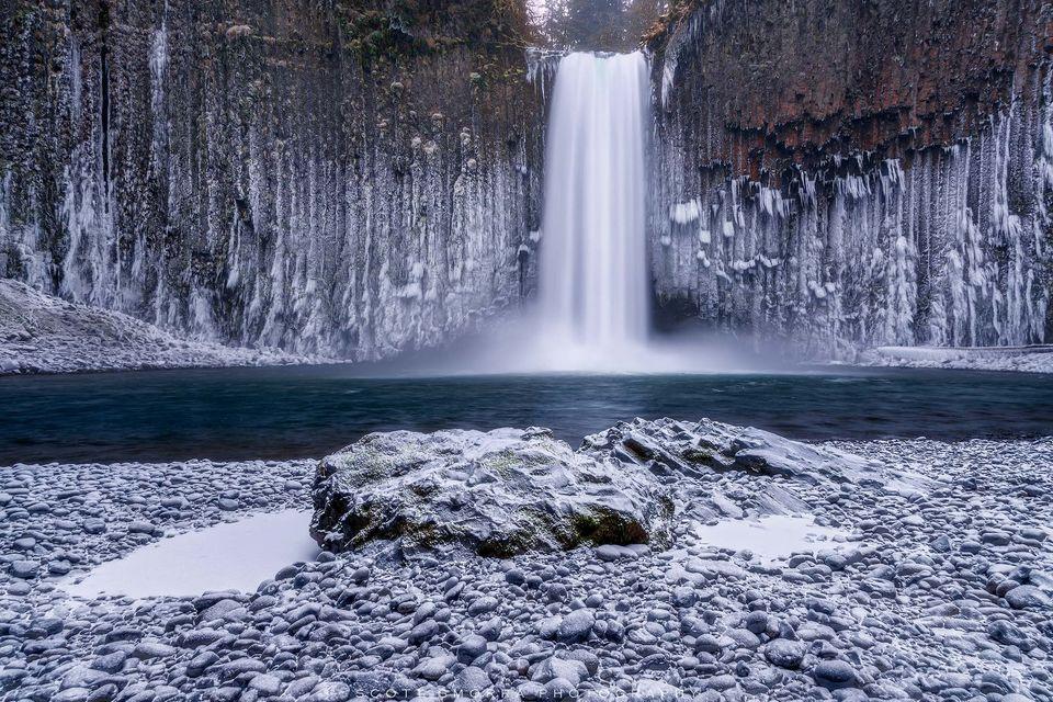 Oregon, Abiqua Falls, Cascades, winter, falls, icicles, snow, frozen, spray, ice